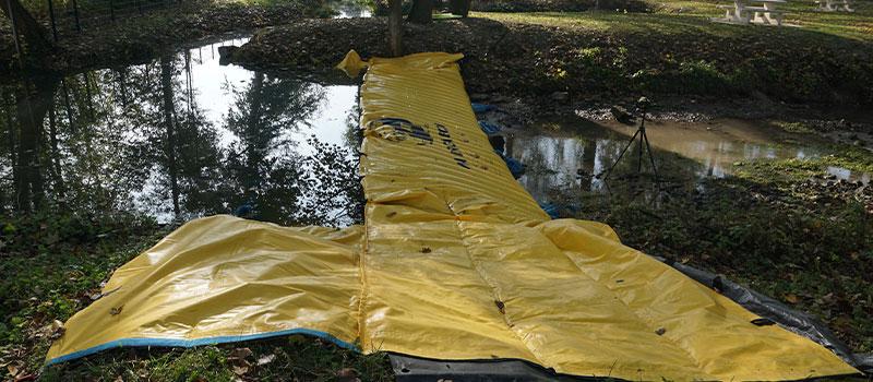 Déviation d'une rivière par batardeau souple Water-Gate©. La Retourne à Bergnicourt.